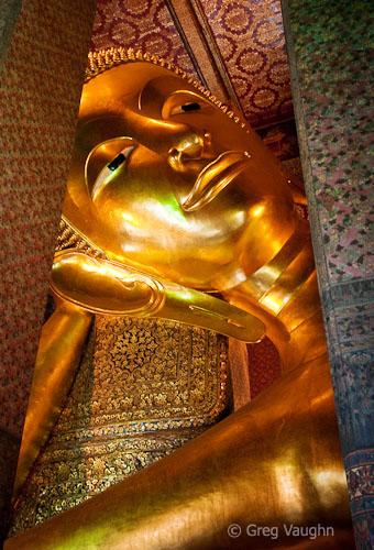 Buddha at Wat Pho temple Bangkok. Reclining ... & Reclining Buddha at Wat Pho Bangkok - Wanders u0026 Wonders islam-shia.org