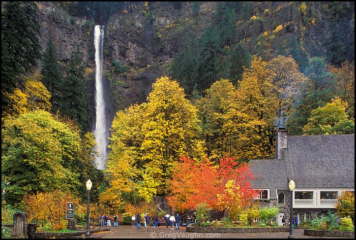 Multnomah Falls and Multnomah Falls Lodge in Autumn